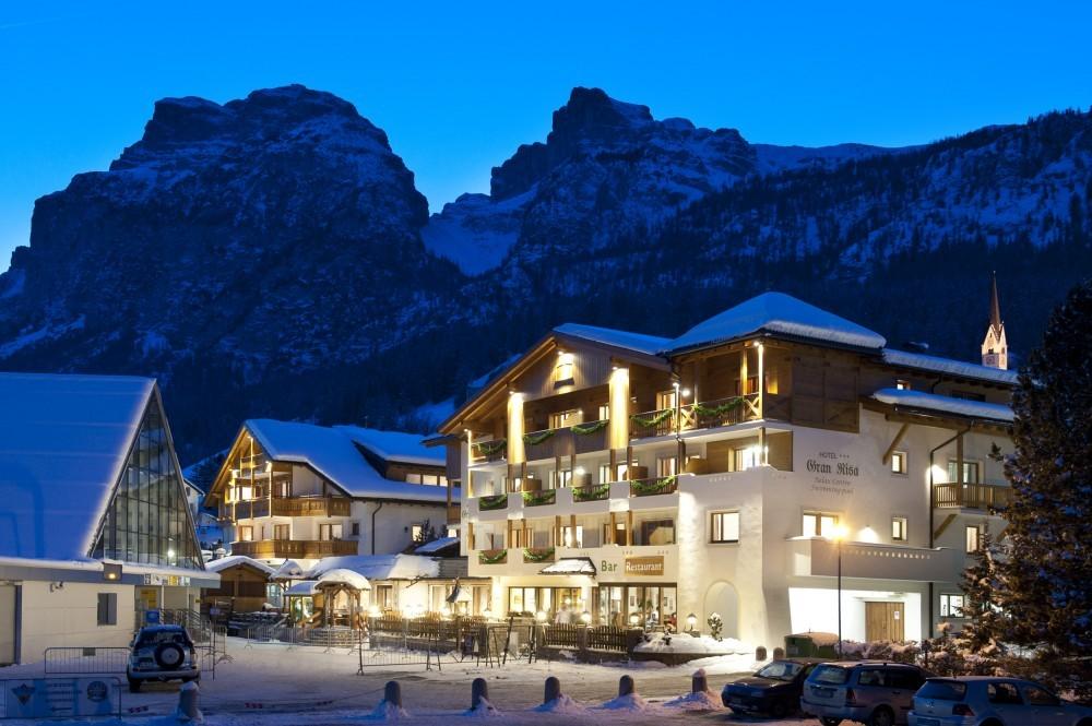 Top hotel dolomiti i migliori hotel delle dolomiti - Residence val badia con piscina ...